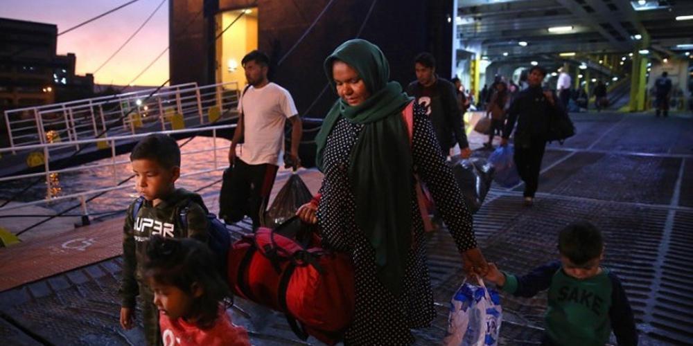 Στο λιμάνι του Πειραιά δύο πλοία με 179 πρόσφυγες και μετανάστες