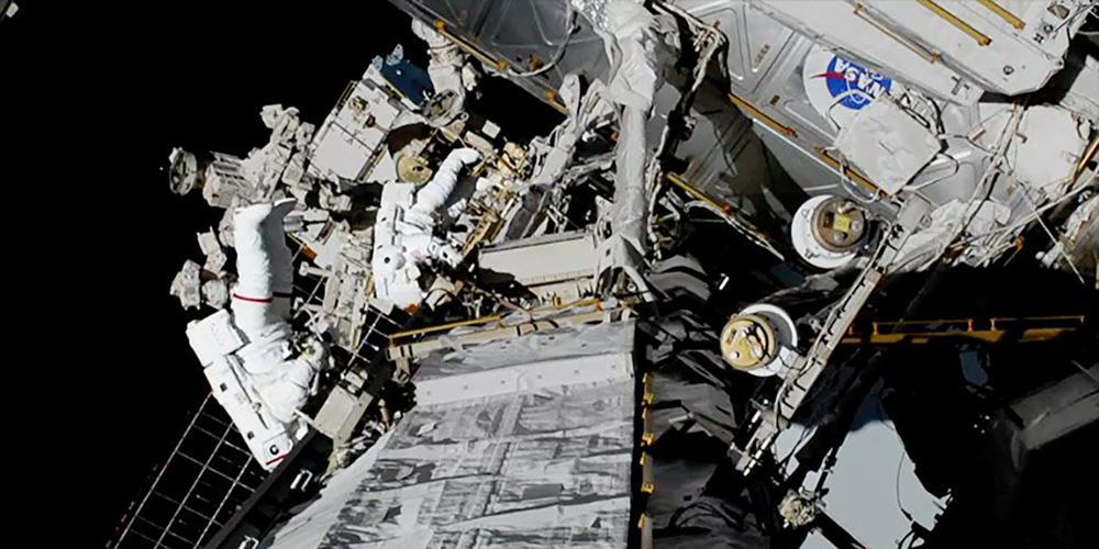 Για πρώτη φορά, δύο γυναίκες βγαίνουν μαζί στο διάστημα [βίντεο]
