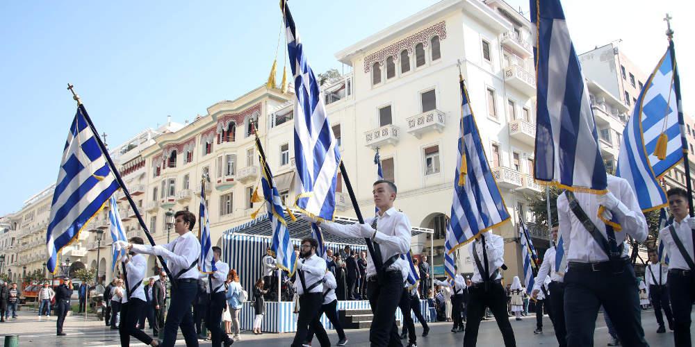 Με λαμπρότητα και πλήθος επισήμων η μαθητική παρέλαση στη Θεσσαλονίκη [εικόνες & βίντεο]