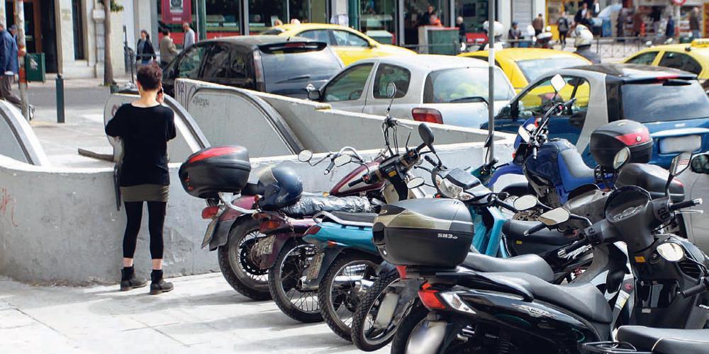 Τέλος στην άναρχη στάθμευση: Δημιουργούνται 1.180 νέες θέσεις για τις μοτοσικλέτες σε γειτονιές της Αθήνας