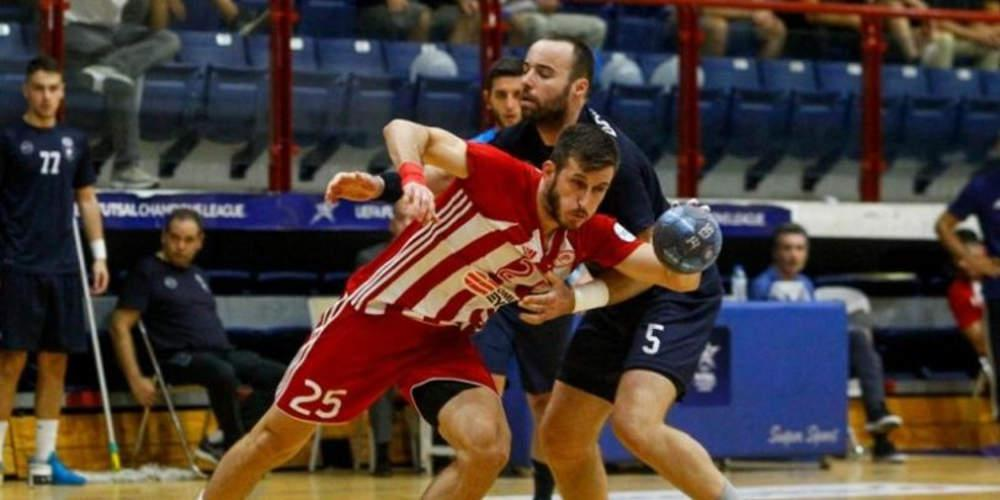 Εκτός ομάδας ο Τούρκος παίκτης του Ολυμπιακού στο χάντμπολ που χαιρέτισε στρατιωτικά