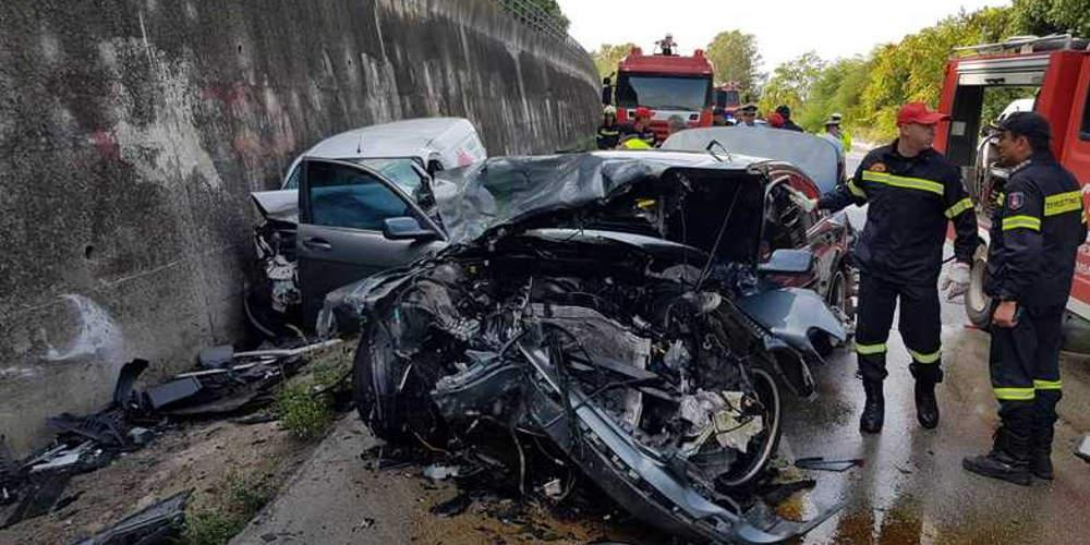 Θανατηφόρο τροχαίο με 2 θύματα στην Εθνική οδό Πατρών-Πύργου [εικόνες]