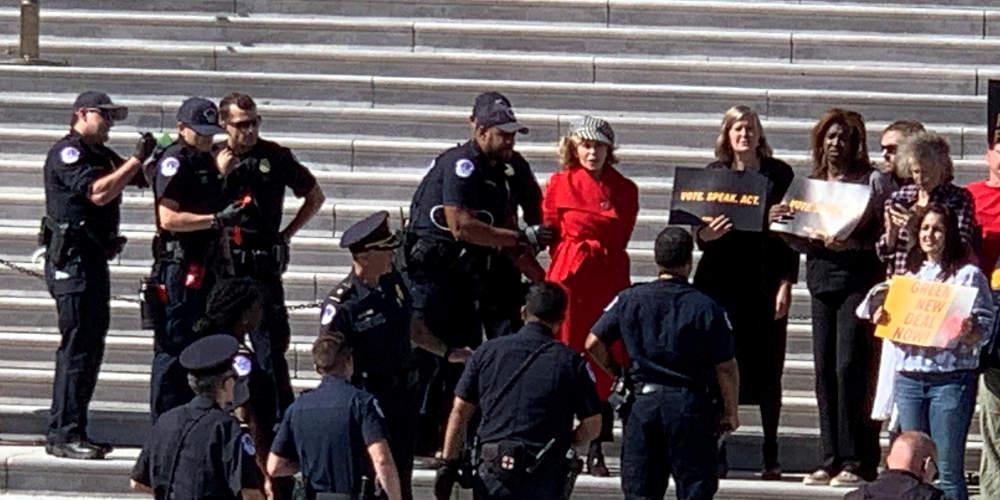 Συνελήφθη για τέταρτη φορά η Τζέιν Φόντα σε διαδήλωση για την κλιματική αλλαγή