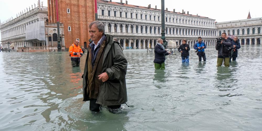 Βυθίζεται ξανά η Βενετία - Σφοδρές καταιγίδες πλήττουν την Ιταλία