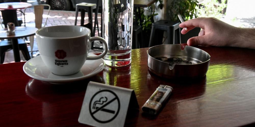 «Λέσχες καπνιστών» η απάντηση των καταστηματαρχών στον αντικαπνιστικό νόμο