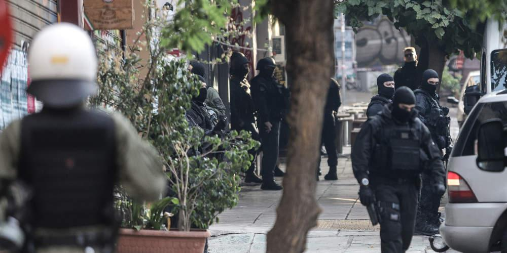 Αστυνομική επιχείρηση στα Εξάρχεια: Τι πολεμοφόδια βρέθηκαν σε διαμέρισμα στη Στουρνάρη