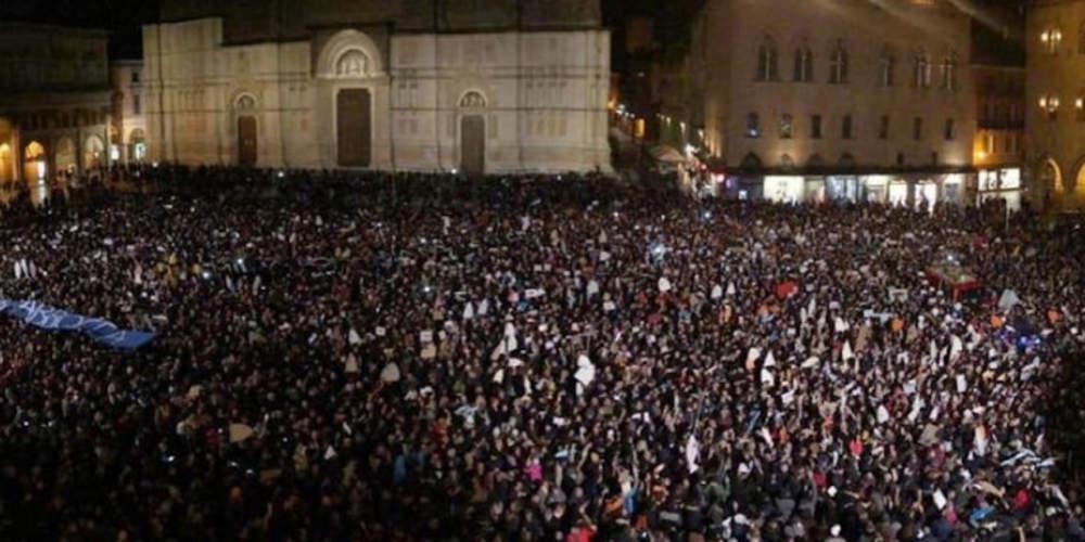 «Πονοκέφαλος» για Σαλβίνι το κίνημα «Οι Σαρδέλες» - Εναντιώνονται στην ξενοφοβία
