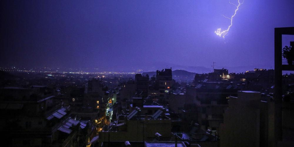 Καιρός: Έρχονται βροχές και καταιγίδες με πολλούς κεραυνούς - Ισχυρά φαινόμενα στα βόρεια