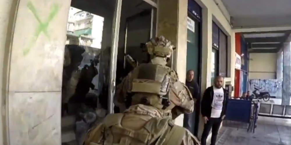 Εντυπωσιακό βίντεο: Τα «κομάντο» του Λιμενικού εξαρθρώνουν σπείρα πλαστών διαβατηρίων