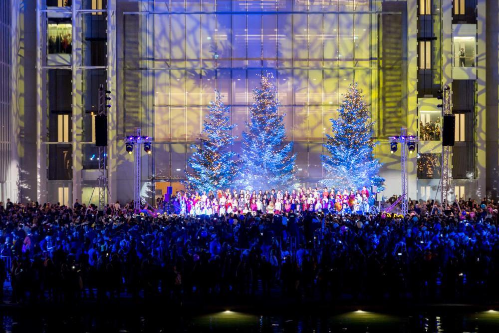 Φωταγωγήθηκε το χριστουγεννιάτικο δέντρο στο Ίδρυμα Σταύρος Νιάρχος – Πάνω από 40.000 οι επισκέπτες [βίντεο]