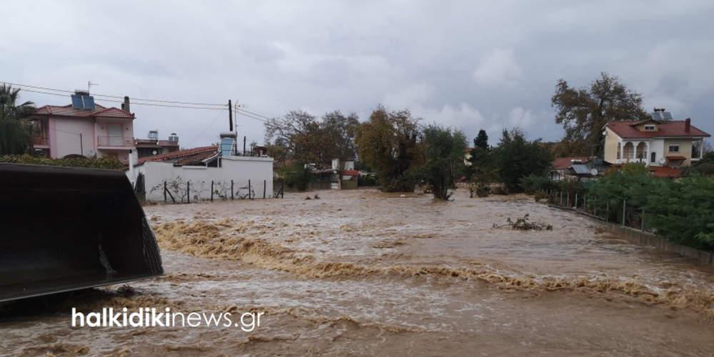 «Πνίγηκαν» Θάσος και Χαλκιδική από την κακοκαιρία: Λάσπη, πλημμύρες και καταστροφές [εικόνες & βίντεο]
