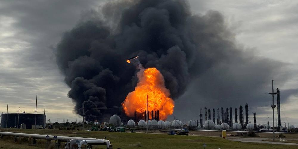 Τρόμος στο Τέξας: Εκκενώνονται πόλης μετά από έκρηξη σε χημικό εργοστάσιο