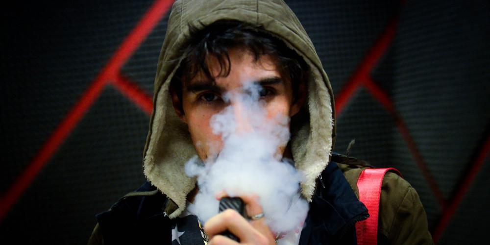 Τα ηλεκτρονικά τσιγάρα κάνουν παρόμοια ζημιά στα αγγεία με τα συμβατικά - Τα ευρήματα έρευνας