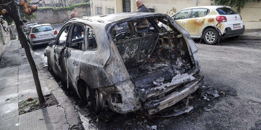 Εμπρησμοί σε δύο αυτοκίνητα στο Ίλιον τα ξημερώματα
