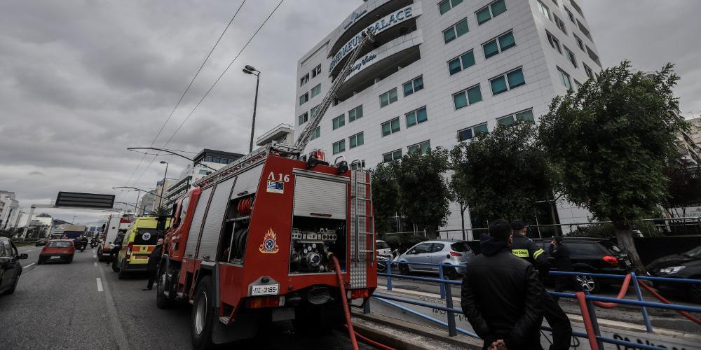 Τρεις εστίες φωτιάς σε δύο ορόφους στο ξενοδοχείο στη Συγγρού