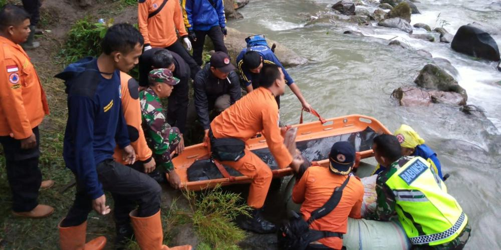 Συνεχιζόμενη τραγωδία στην Ινδονησία: Στους 30 οι νεκροί από τις πλημμύρες