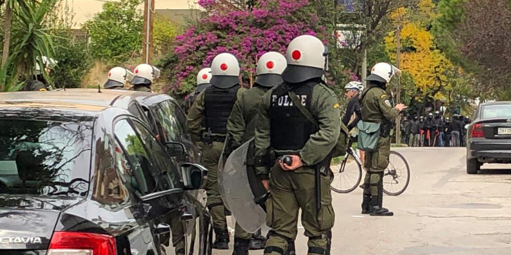 Σοκαριστικά βίντεο από την επίθεση αντιεξουσιαστών κατά αστυνομικών στο Μαρούσι!