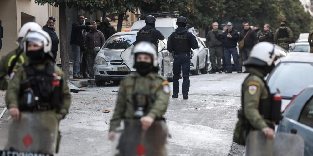 Καταγγελίες κατοίκων για αστυνομική βία στην επιχείρηση στο Κουκάκι