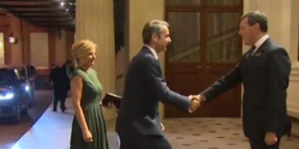 Στο παλάτι του Μπάκιγχαμ ο Κυριάκος Μητσοτάκης σε δείπνο των ηγετών με την βασίλισσα Ελισάβετ [βίντεο]