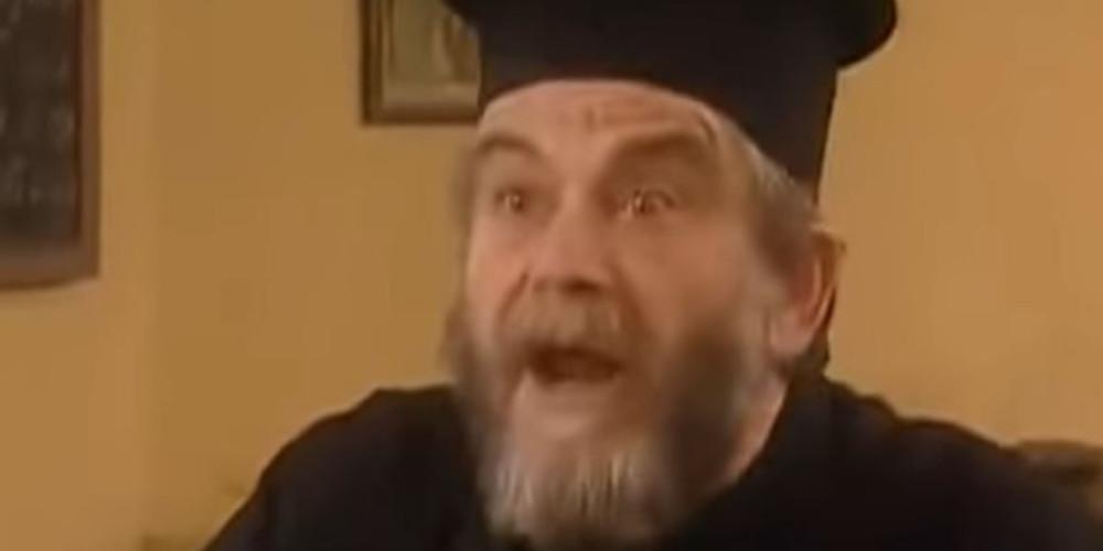 «Το Καφέ της Χαράς»: Ξεχάσε τον Παπά Τριαντάφυλλο - Ο νέος ιερέας είναι νέος και σέξι [εικόνα]