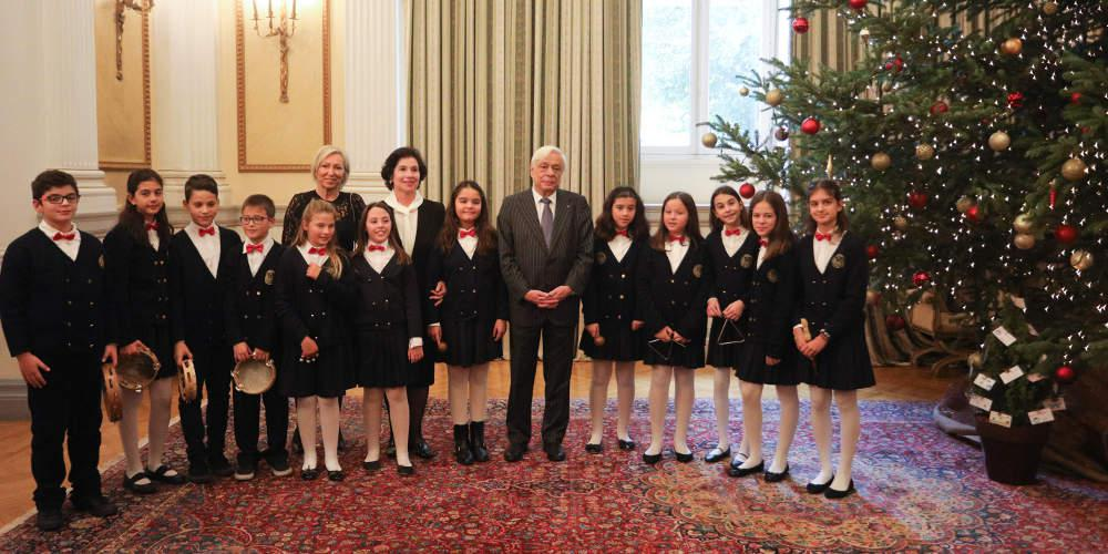 Χριστουγεννιάτικα κάλαντα στον Προκόπη Παυλόπουλο από συλλόγους από ολόκληρη τη χώρα