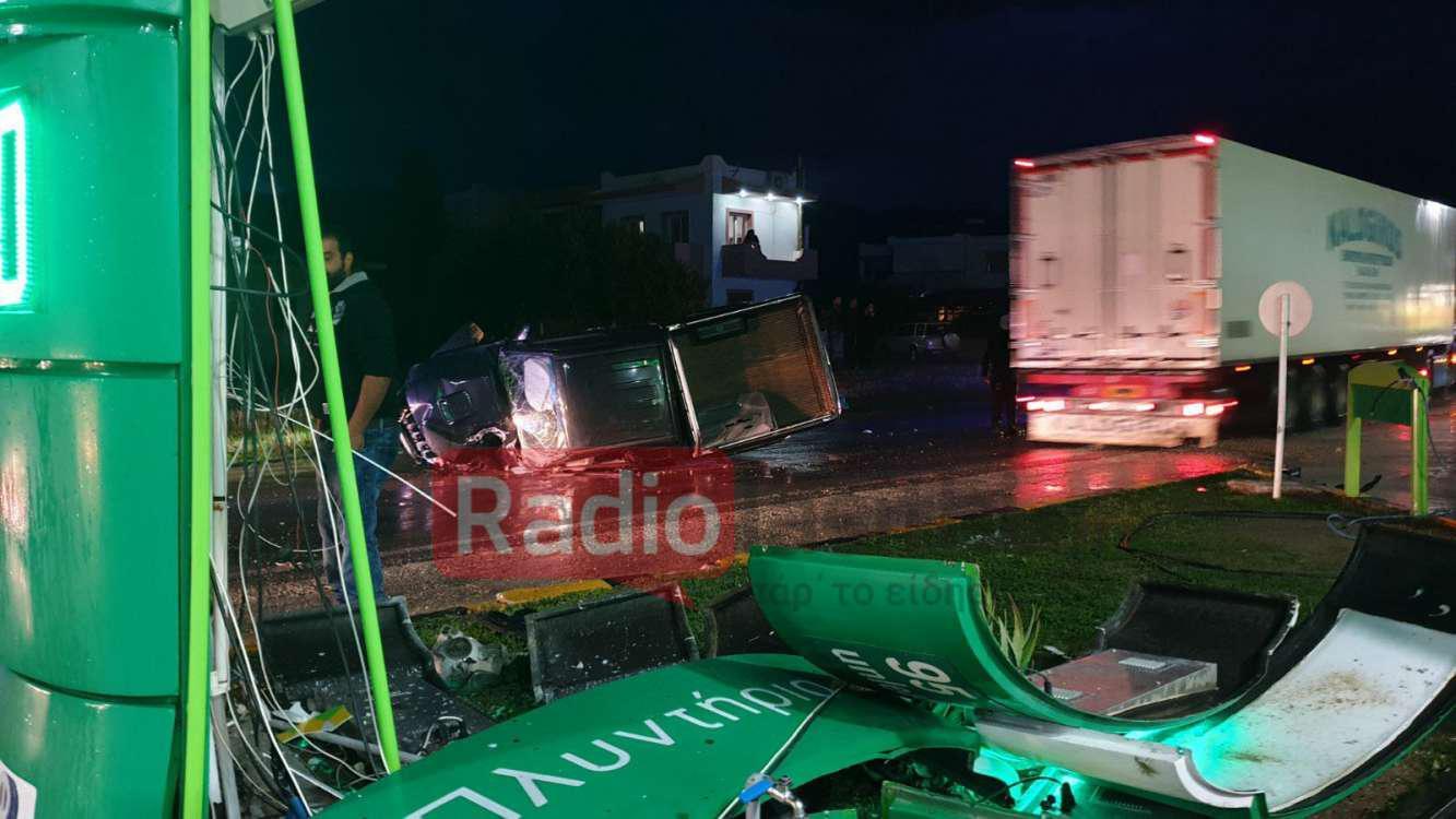 Κρήτη: Αυτοκίνητο «ρουκέτα» καρφώθηκε σε πυλώνα βενζινάδικου – Χαροπαλεύει ο συνοδηγός