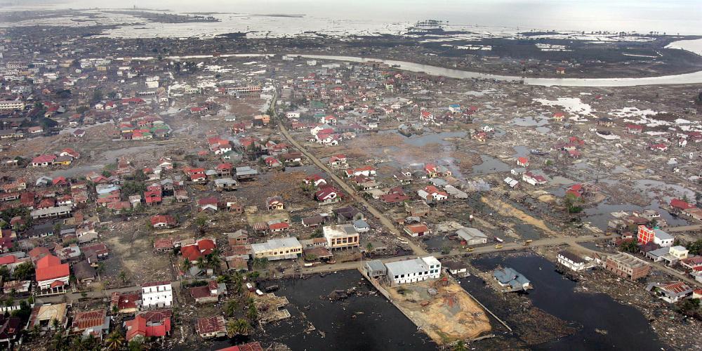 «Μαύρη» επέτειος: 16 χρόνια από το φονικό τσουνάμι με τους 230.000 νεκρούς στην Ασία