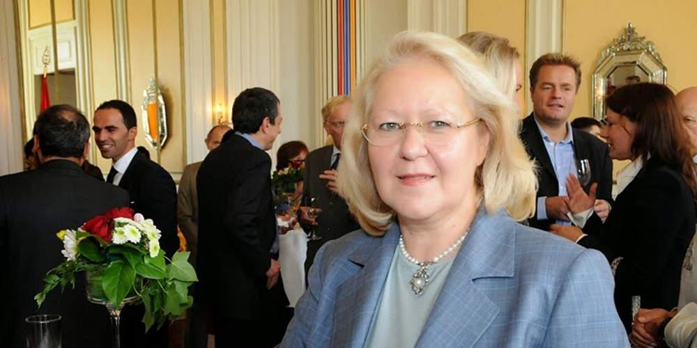 Η Ελένη Σουρανή διευθύντρια του διπλωματικού γραφείου του πρωθυπουργού