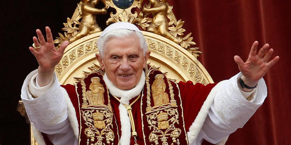 Ο Βενέδικτος τώρα παίρνει αποστάσεις από το βιβλίο περί αγαμίας του κλήρου