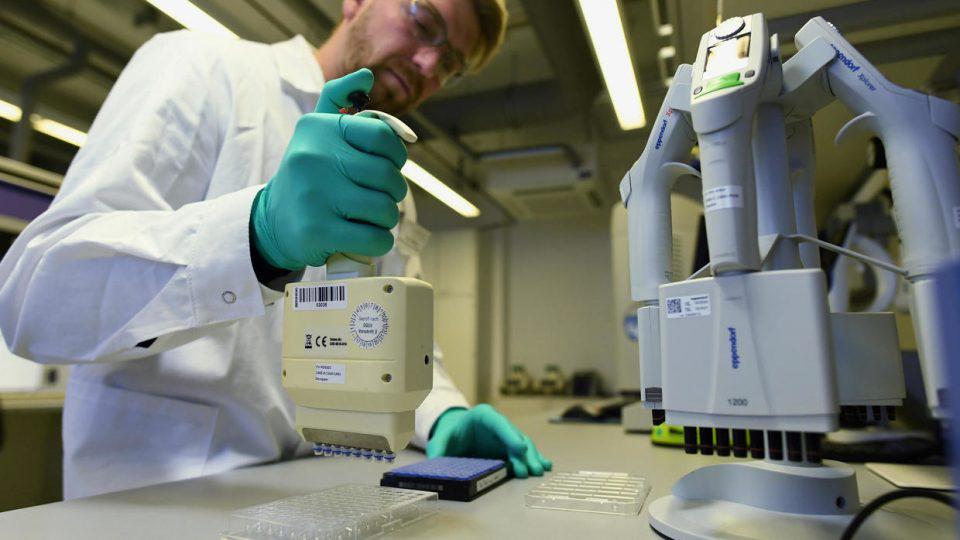 Κορωνοϊός: Η Ρωσία αναπτύσσει εμβόλιο για ζώα - ΕΕ και ΗΠΑ εκδηλώνουν ενδιαφέρον