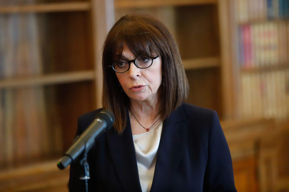 Η Πρόεδρος της Δημοκρατίας δίνει το μισό μισθό της για 2 μήνες για τον κορωνοϊό