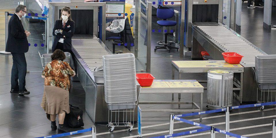 Κορωνοϊός: Ανοιχτό το ενδεχόμενο να κλείσουν όλα τα αεροδρόμια