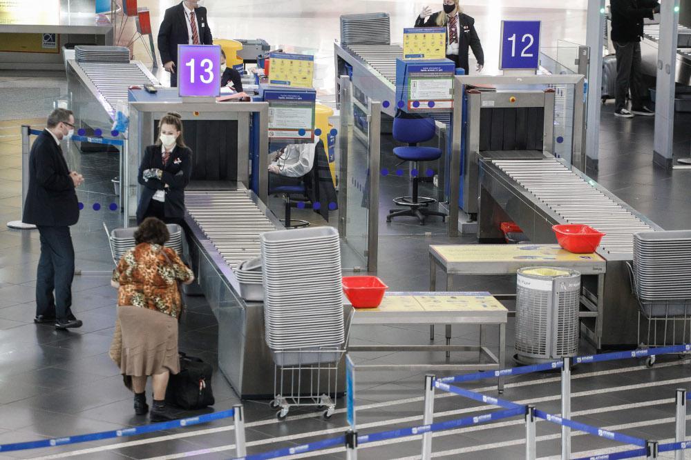 Κορωνοϊός: Στην Αθήνα 400 Έλληνες από το Λονδίνο - Αυστηροί έλεγχοι στο αεροδρόμιο