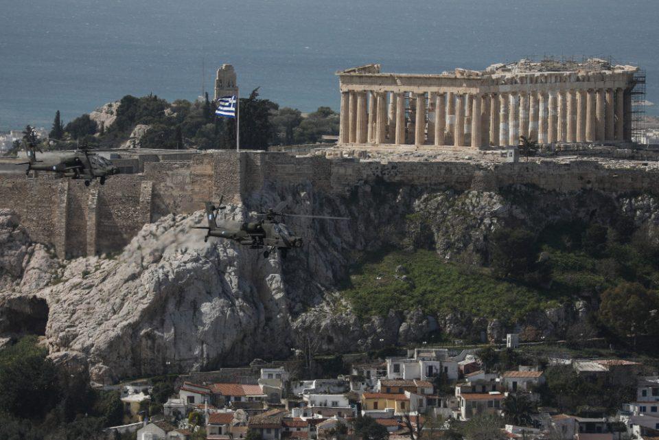 25η Μαρτίου: Mirage και ελικόπτερα πέταξαν πάνω από την Αθήνα