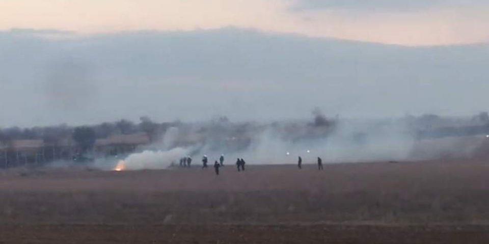 Νέα ένταση στον Έβρο: Τουρκικά στρατιωτικά οχήματα συνοδεύουν λεωφορεία με μετανάστες