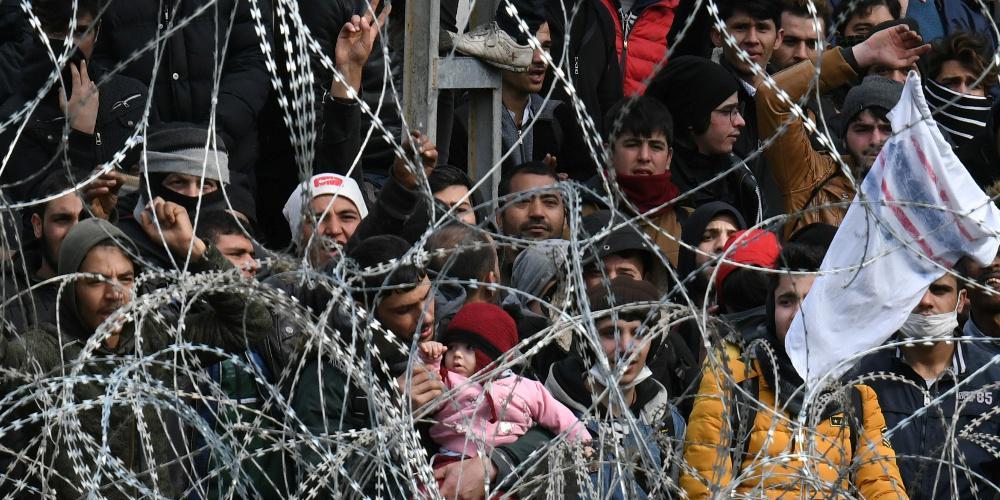 Οι Eλληνες λένε «ναι» στο κλείσιμο των συνόρων και στις κλειστές δομές