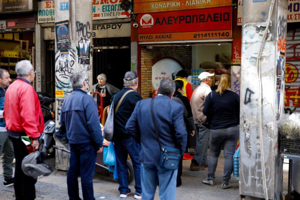 Κορωνοϊός: Έλεγχος εισόδου στα σούπερ μάρκετ από την Δευτέρα