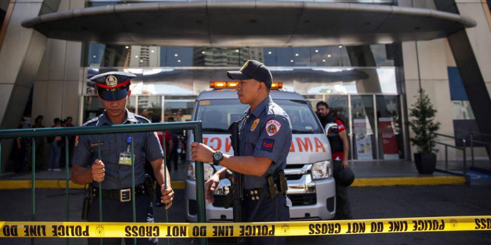 Συναγερμός στις Φιλιππίνες: Ένοπλος κρατά 30 ομήρους σε εμπορικό κέντρο στη Μανίλα