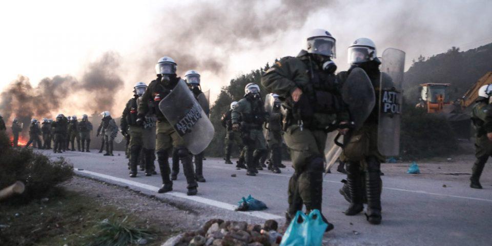 Επεισόδια στη νησιά: 21 συλλήψεις για τις συγκρούσεις με την αστυνομία