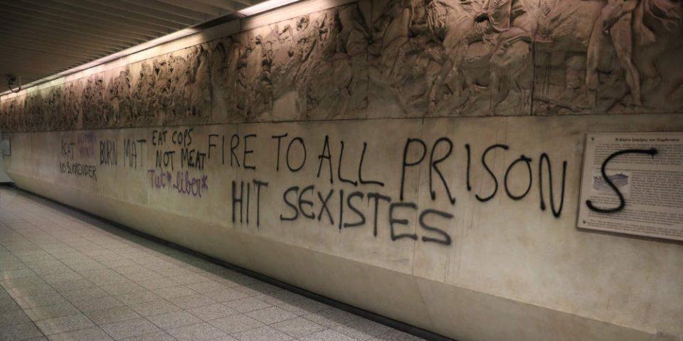 Πολυεθνική μπαχαλάκηδων στο σταθμό «Ακρόπολη»: Έλληνες και αλλοδαποί οι δράστες των βανδαλισμών