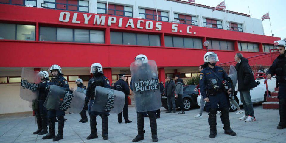 Δεν ξεκίνησε το ντέρμπι Ολυμπιακός-Παναθηναϊκός στο βόλεϊ λόγω δακρυγόνων έξω από το γήπεδο