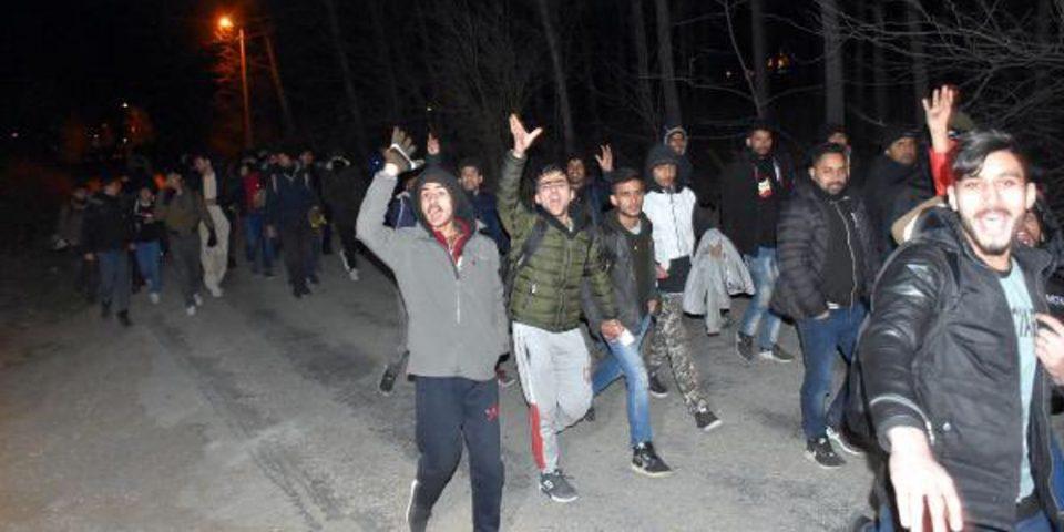 Άνοιξε την «κάνουλα» ο Ερντογάν - Βίντεο δείχνουν πρόσφυγες να περνούν ελεύθερα τα σύνορα