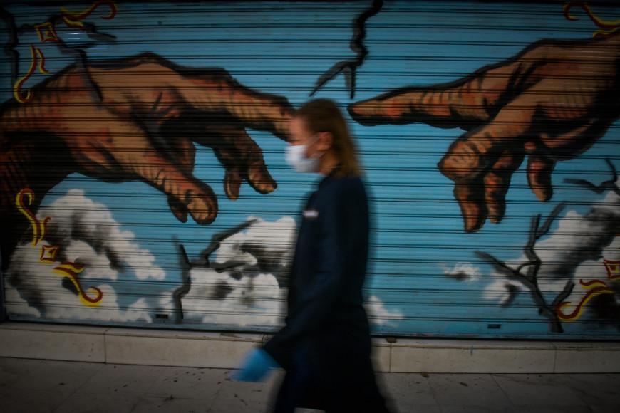 Πρύτανης ΕΚΠΑ: Δεν νομίζω να εξαφανιστεί τελείως ο κορωνοϊός