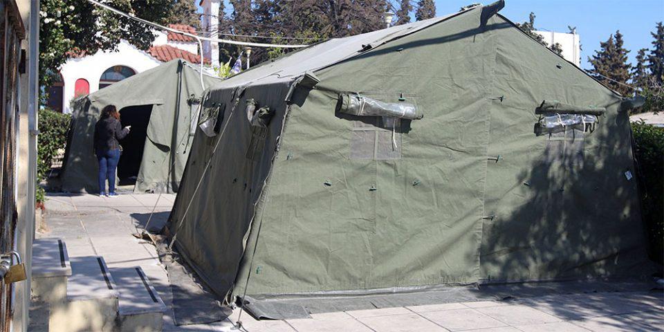 Κορωνοϊός: Στρατιωτικές σκηνές έξω από το νοσοκομείο «Αγ. Παύλος» στη Θεσσαλονίκη [εικόνες]
