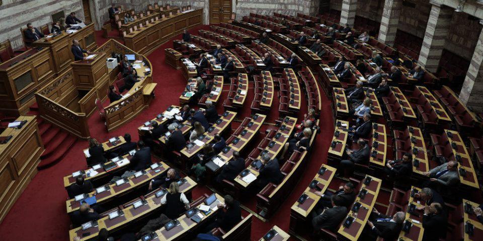 «Κόλαση» στη Βουλή για μια γκάφα στην ψηφοφορία για τον Παπαγγελόπουλο - Δείτε τι συνέβη