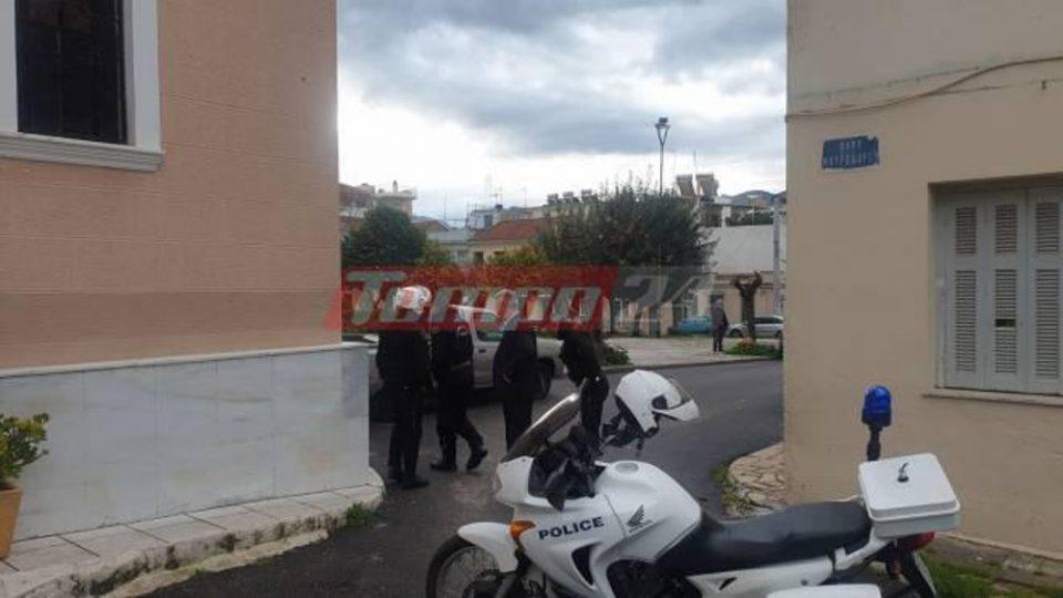 Κορωνοϊός-Πάτρα: Χαμός σε εκκλησία – Αστυνομικοί «έκοψαν» πρόστιμα σε πιστούς