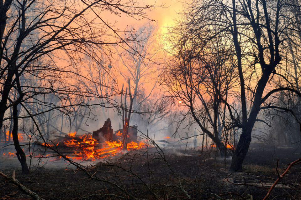 Συναγερμός στο Τσερνόμπιλ: Σε απόσταση «αναπνοής» από το πυρηνικό εργοστάσιο η φωτιά στην περιοχή