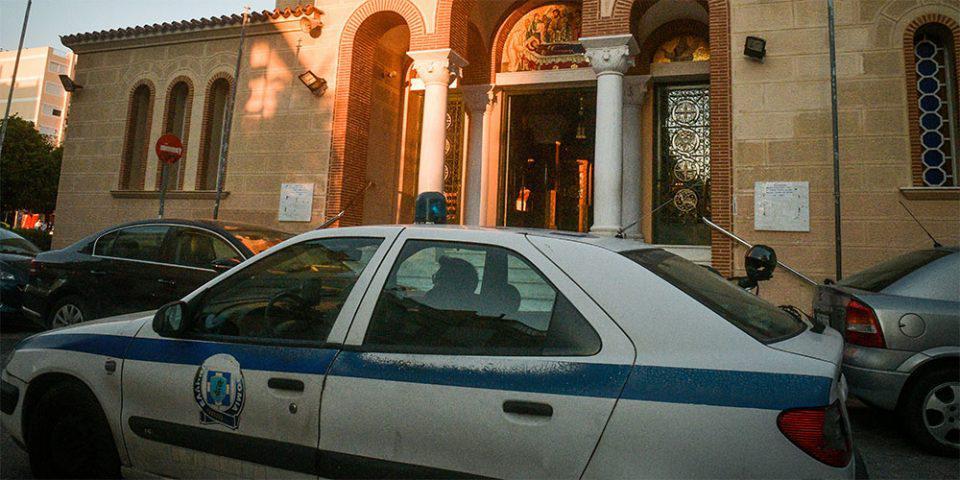 Κάλυμνος: Συνελήφθη ιερέας που καλούσε τους πιστούς να μην φοράνε μάσκα – Η ανάρτηση στο Facebook
