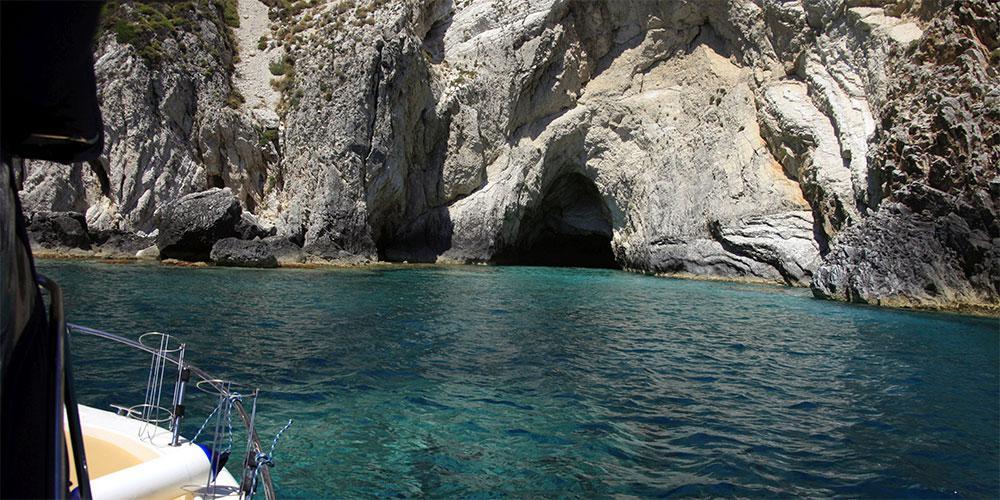 «Θα πάμε διακοπές; Ας αποφασίσουν οι Έλληνες» - Η πρόταση αρθρογράφου της Bild