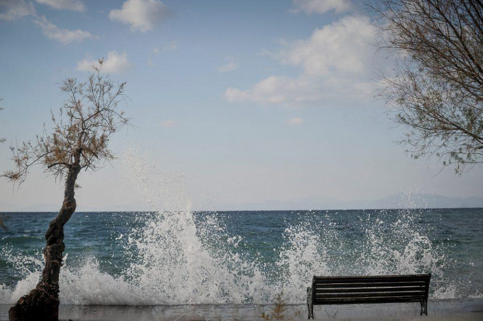 Πρόγνωση καιρού: Βελτιώνεται σταδιακά ο καιρός αλλά παραμένουν άνεμοι έως 9 μποφόρ στο Αιγαίο